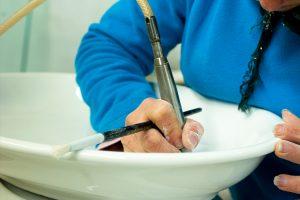 produzione artigianale di articoli in ceramica